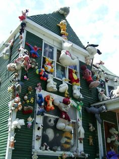 The Heidelberg Project,  was started in 1986 by the artist Tyree Guyton as a creative response to the blight and decay he saw in his neighborhood. His work, using paint and salvaged objects he found on the street to decorate the houses in his neighborhood, turned the once-threatened area into a tourist destination.