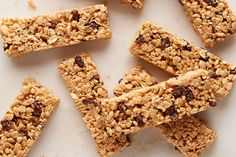 Peanut butter and honey help keep the crisp rice cereal together in these scrumptious trail mix-style snack bars. Peanut Butter Crispy Treats, Peanut Butter Bars, Creamy Peanut Butter, Cereal Recipes, Snack Recipes, Dessert Recipes, Snacks Ideas, Brownie Recipes, Lunch Ideas