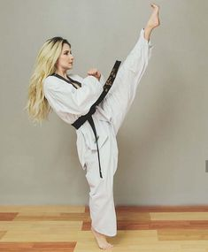 Taekwondo Girl, Karate Girl, Self Defense Techniques, Martial Arts Women, Live Model, Female Fighter, Aikido, Girl Poses, Strong Women