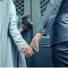 amlar iyi a? Couple Pics For Dp, Best Couple, Couple Pictures, Couple Art, Couple Quotes, Muslim Couple Photography, Photography Poses, Wedding Photography, Cute Muslim Couples