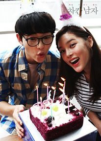 Song Joong Ki's Kang Maru shows his utter devotion to Park Si Yeon's Han Jae Hee, throwing her a fun, sweet birthday party for two (or is it the other way around? Nice Guy's off… Park Si Yeon, Innocent Man, Song Joong Ki, A Good Man, Birthday Candles, Kdrama, Songs, Guys, Korean Wave