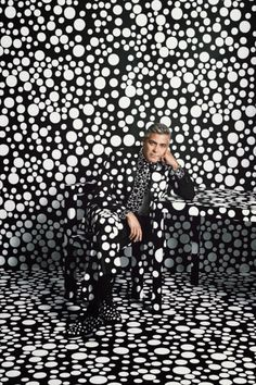 George Clooney wearing Giorgio Armani suit, shirt, and shoes customized by Yayoi Kusama for W Magazine December, photographed by Emma Summerton. (via Seeing Spots: George Clooney Gets Kusama& for W Magazine& Art Issue) Yayoi Kusama, George Clooney, Land Art, Magazine W, Magazine Design, Emma Summerton, Tomie Ohtake, Pop Art, Foto Portrait