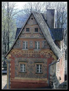 Zagorze, Poland Historical Architecture, Architecture Details, Storybook Homes, Krakow Poland, Cottage Exterior, Witch House, White City, Thinking Day, The Beautiful Country
