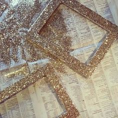 Pick up thrifted picture frames and use glitter, glue and a paintbrush for this easy glitter frame DIY project. Glitter Frame, Gold Glitter, Glitter Hair, Glitter Picture Frames, Glitter Clothes, Glitter Nikes, Yellow Glitter, Glitter Pictures, Glitter Letters