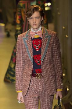 The World's Fashion Business News Catwalk Fashion, Gucci Fashion, Suit Fashion, Fashion 2017, High Fashion, Mens Fashion, Vintage Outfits, Vintage Clothing, Alessandro Michele Gucci