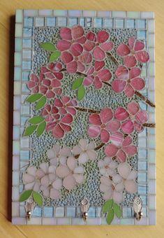 Best 11 Tak to je úžasný nápad! Mosaic Tray, Mosaic Wall Art, Mosaic Glass, Mosaic Tiles, Stained Glass, Glass Art, Mosaic Flower Pots, Mosaic Garden, Mosaic Crafts