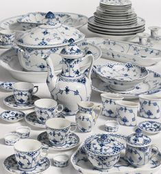 113 pieces A Royal Copenhagen 'blue fluted lace' part dinner and dessert service modern