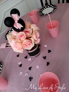 DIY Minnie Mouse Head Centerpiece from Minie Mouse Party, Minnie Mouse Theme Party, Mickey Mouse Birthday, Mouse Parties, First Birthday Parties, First Birthdays, Birthday Ideas, Mini Mouse Baby Shower, Party Centerpieces
