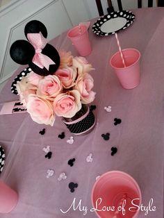 DIY Minnie Mouse Party Centerpiece