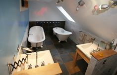 Westminster bathroom at the Woodstocker Inn....two tubs made for sharing with a bottle of your favourite tipple!