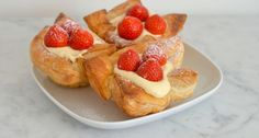 Strawberry shells with yellow cream - From Pauline's Keuken Diner Recipes, My Recipes, Sweet Recipes, Cookie Recipes, Dessert Recipes, Dutch Bakery, Weigt Watchers, Good Food, Yummy Food