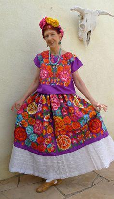 Vintage Mexican embroidery Tehuana huipil Floral dress Frida - COLLECTORS Purple Satin - Medium