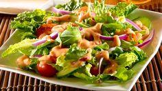 ¿Buscas el aderezo perfecto para tus ensaladas? Prueba este aderezo de guayaba y chipotle que le dará el toque de sabor ideal a tus verduras. Aderezo de ensalada + receta de aderezo de guayaba y chipotle + aderezo de guayaba + aderezo de chipotle + receta de aderezos + salsa de guayaba + salsa de chipotle