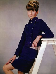 Audrey Hepburn by Bud Fraker, New York, YSL jacket & skirt, Givenchy sweater, hair by Alexandre de Paris Audrey Hepburn Photos, Audrey Hepburn Style, Celebrity Film, Star Wars, Fair Lady, Glamour, Australian Fashion, Classic Beauty, Beauty Style
