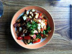 Vegan Breakfast with late summer ingredients straight from the farmers' market.  #genkikitty #breakfast #recipe #potatoes #peppers #sausage #vegan #tofu