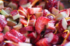Paleo Strawberry Rhubarb Crumble | Swiss Paleo