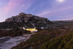 11 beautiful beach cottages for a superb summer escape Small Beach Cottages, Weekend Getaways, Beautiful Beaches, Africa, Mountains, Places, Summer, Travel, Small Houses