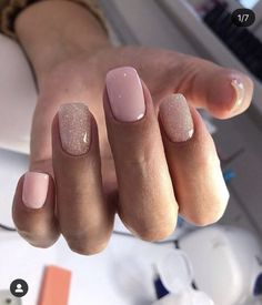 45 Simple Short Nail Styles In 2020 Are you still troubled by your short nail designs? Don't worry, sheblyfashions can help you with short nail inspiration. Classy Nails, Stylish Nails, Simple Nails, Minimalist Nails, Ongles Or Rose, Diy Nagellack, Ten Nails, Short Gel Nails, Manicure For Short Nails
