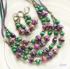 авторские дизайнерские украшения бусы натуральные камни ожерелье из камня многорядные бусы варисцит яшма зеленый розовый фиолетовый бронза
