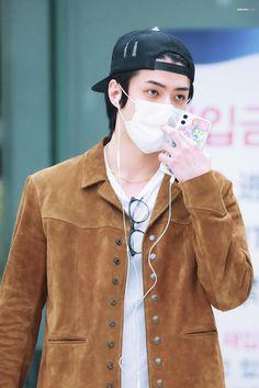 Exo Korean, Korean Men, Ff Chanbaek, Sehun, Normal Person, Kim Min Seok, Chinese Boy, Global Brands, Airport Style