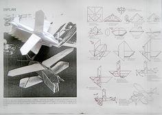 Si si si. Un avion. Un biplan. La magie de l'origami. Oh yes. A plane, a biplan. Magical origami. La même feuille de papier, quelques heures plus tard (ce fut ardu). The same piece of paper, a few hours later (very difficult to build!). (Merci à M. Yoshihide...
