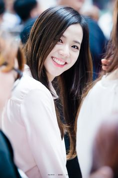 K-Pop Babe Pics – Photos of every single female singer in Korean Pop Music (K-Pop) Blackpink Jisoo, Kpop Girl Groups, Korean Girl Groups, Kpop Girls, Forever Young, K Pop, Black Pink ジス, Oppa Gangnam Style, Jennie Blackpink