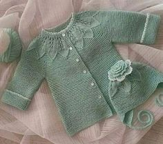 Benzer Çalışmalar No related posts. Kids Knitting Patterns, Baby Hats Knitting, Knitting For Kids, Knitting Socks, Knitted Hats, Crochet Dress Outfits, Cardigan Outfits, Crochet Baby Cardigan, Knit Crochet