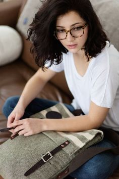 12 Women Glasses Trends That Are About To Go Viral Bold, Printed Square Shaped Fame Looks Cute On Oval Shape Face! The post 12 Women Glasses Trends That Are About To Go Viral appeared first on Beautiful Daily Shares. New Glasses, Girls With Glasses, Short Hair Glasses, Glasses Outfit, Girl Glasses, Hipster Glasses, Fake Glasses, Glasses Style, Stil Inspiration