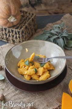 Gnocchi di zucca (furbi!) al cucchiaio – getBready Potato Mashers, Non Stick Pan, Pumpkin Puree, Melted Butter, Dumplings, Oven, Potatoes, Cheese, Meals