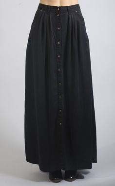 Channel your inner boho girl in this button up maxi skirt! - Model is wearing a size small - Cotton - Machine wash cold - Imported - Fits true to size - Waist is measured by circumference Small Medium