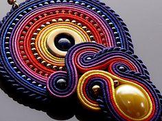 Orecchini Soutache colorati con ematite. Diy Earrings, Tassel Earrings, Boho Jewelry, Beaded Jewelry, Shibori, Soutache Necklace, Polymer Clay Charms, Monster High Dolls, Plastic Canvas Patterns
