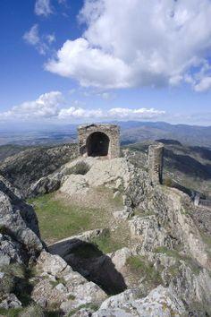 El castell de Sant Salvador és una petita fortalesa de l'edat mitjana.