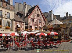 Place Francois Rude, also known as Place du Bareuzai, Dijon, France  |  copyright Tony Pate / Travel Signposts