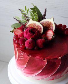 """2,581 Likes, 62 Comments - ⠀⠀Выпечка с Душой и Юмором (@juso.cakes) on Instagram: """"Как насчёт вида сверху?❤️ Не могу сама наглядеться на него Бархатный цвет крема, бархатные…"""""""