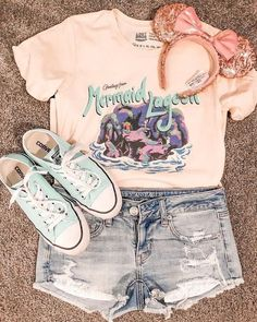 Pink graphic tee + shorts ❤️❤️ Creds: The Lost Bro. Disney World Outfits, Cute Disney Outfits, Disney Themed Outfits, Disney Clothes, Teen Fashion Outfits, Outfits For Teens, Trendy Outfits, Cool Outfits, Summer Outfits