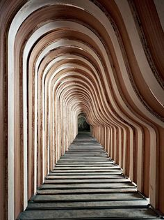 Steinway piano factory - texture gradient, linear perspective