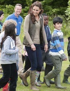 Kate Middleton luce muy bien las Katiuskas