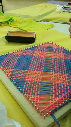 Yarn Projects, Loom Weaving, Art Activities, Loom Knitting, Crafts To Make, Embroidery, How To Make, Blog, Weaving