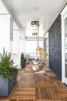 Vintage Ideas Interior Design Ideas: Modern Coastal Shingle Home - Home Bunch Interior Design Ideas Masrwe bedroom opens to deck - Interior Modern, Interior Exterior, Decor Interior Design, Interior Decorating, Decorating Ideas, Style At Home, House With Porch, Modern Coastal, Modern Porch