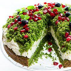 Leśny mech - pyszne ciasto szpinakowe przekładane kremem mascarpone, udekorowane granatem i borówkami. Keto Recipes, Snack Recipes, Dessert Recipes, Cooking Recipes, Snacks, Desserts, Shrek Cake, Crunch, Sweet Bakery