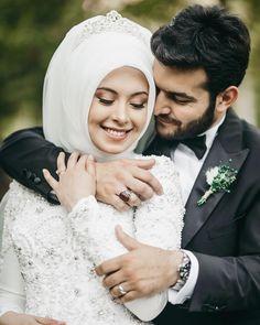 Görüntünün olası içeriği: 2 kişi, düğün ve açık hava