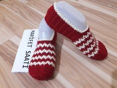 YouTube Crochet Shoes, Crochet Slippers, Knit Crochet, Yarn Crafts, Diy And Crafts, Baby Knitting Patterns, Sock Shoes, Creative, Knitted Booties