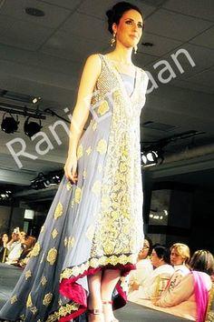 love the red tipped kameez    #desi, #clothes, #pakistani, #wedding, #shalwarkameeze, #shaadi, #couture, #fashion