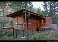 We already got Modern Tiny House on Small Budget and will make you swon. This Collections of Modern Tiny House Design is designed for Maximum impact. Modern Tiny House, Tiny House Design, Modern Houses, Casas Containers, House On Stilts, Cabin In The Woods, Wooden Cabins, Wooden House, Cabins And Cottages