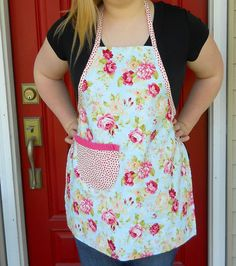 Free apron pattern and Easy Apron Tutorial