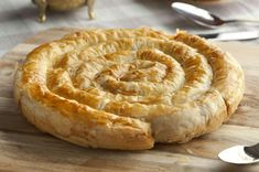Kol Böreği Tarifi, Nasıl Yapılır? - Yemek.com Appetizer Recipes, Appetizers, Pastry Cake, Turkish Recipes, Confectionery, Apple Pie, Nutella, Bakery, Veggies