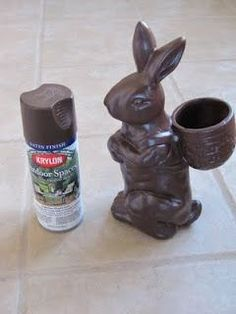 """spray paint old ceramic bunny to make into """"chocolate"""" bunny. us… Easter Decor. spray paint old ceramic bunny to make into """"chocolate"""" bunny. used Krylon outdoor spaces paint in Earth Tierra for this bunny Hoppy Easter, Easter Eggs, Easter Table, Oster Dekor, Chocolate Easter Bunny, Diy Ostern, Easter Parade, Ideias Diy, Easter Celebration"""