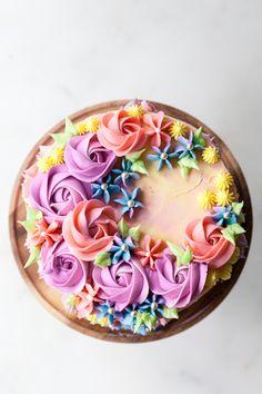 Sprinkle Birthday Cake with vanilla pastel buttercream swirls Cake Decorating Company, Cake Decorating Designs, Creative Cake Decorating, Creative Cakes, Cake Designs, Cookie Decorating, Bolacha Cookies, Cake Piping, Buttercream Flower Cake