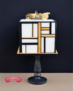 Art Deco 'Great Gatsby' Man Cake by The Custom Cakery Square Wedding Cakes, Square Cakes, Wedding Cake Designs, Modern Birthday Cakes, Birthday Cakes For Men, Art Deco Cake, Cake Art, Gatsby Man, Gatsby Party