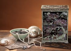http://www.antiquealive.com/store/detail.asp?idx=5132&CateNum=42&pname=Mother-of-Pearl-Wooden-Drawer-Jewelry-Box-with-Crane-and-Moon- Mother of Pearl Wooden Drawer Jewelry Box with Crane and Moon